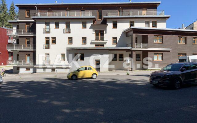foto Apartmán 1+kk – 27,67 m2, vlastní, vyhrazené parkovací stání, rozsáhlé nebytové prostory 60,83 m2, Harrachov, okr. Semily