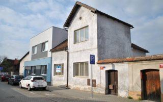 foto RD 3+1 s velkou půdou, užitná plocha 110 m2, pozemek 307 m2, Praha 9 – Satalice, ul. Pod Poštou