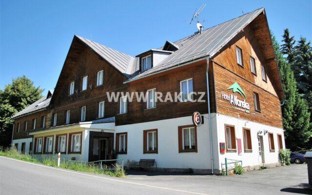 foto Hotel ALFONSKA, 90 lůžek, restaurace 60 míst, pozemky 22.986 m2, obec Benecko, okr. Semily