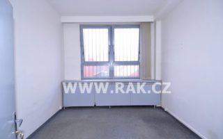 foto Kanceláře 16 m2 s vlastním vstupem v prvním patře sportovní haly, ul. Sámova, Praha 10 – Vršovice