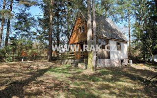 foto Dřevěná chata 3+kk s verandou, příslušenstvím a vedlejší stavbou, pozemek 1.031 m2, obec Stříbrná Skalice, okr. Praha – východ