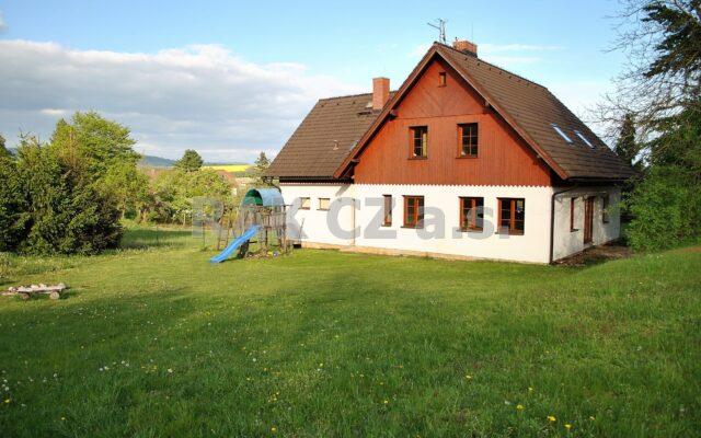 foto Rodinný dům 5+1 sgaráží, 3 šatny, 4 koupelny, 5 toalet, pozemek 1.915 m2, obec Hrubá Skála, okr. Semily