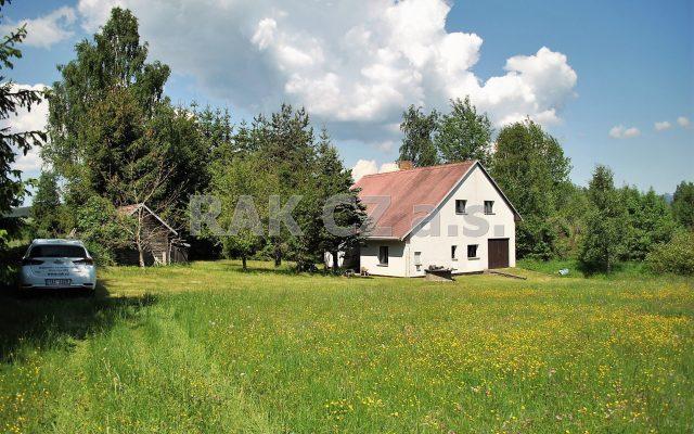 foto Velká zděná chata 4+1 sgaráží, pozemek 4.560 m2, obec Černá vPošumaví – Mokrá, okr. Český Krumlov