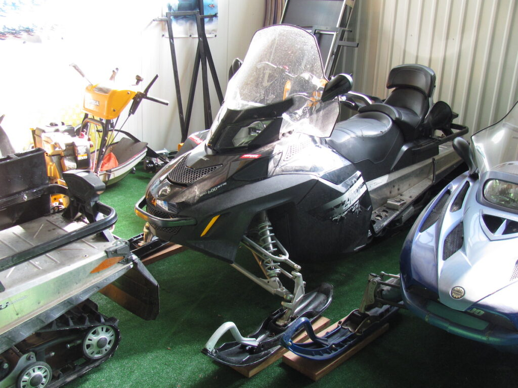 foto Elektronická aukce – 1 – Sněžný skútr  LYNX –  Adv. Grand Tourer 600