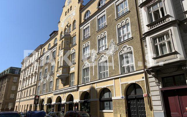 foto Kompletně zařízený, mezonetový, atypický byt 2+kk, 99,3 m2, Praha 1 – Staré Město, Bílkova ulice