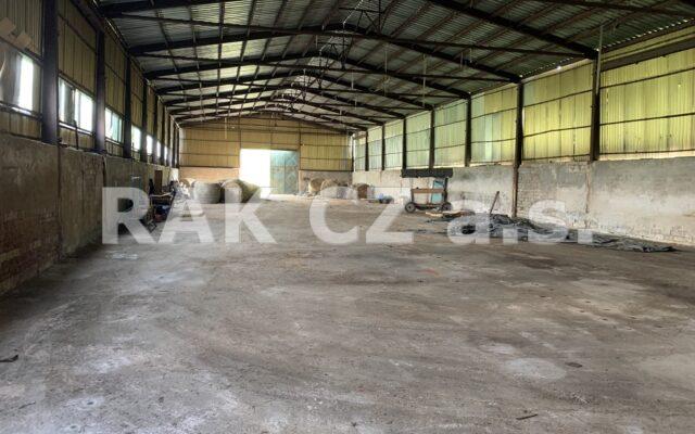 foto Skladovací hala azemědělský objekt, 1.600 m2, pozemek 8.133 m2, obec Kravaře uČeské Lípy
