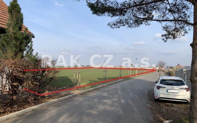 foto Pozemek navazující na zástavbu RD – 7.941 m2, obec Veleň – Mírovice, ul. Ke Křížku, Praha – východ