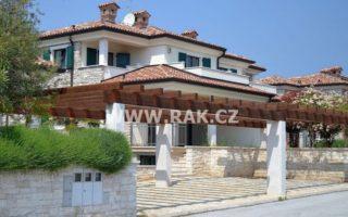 foto Polovina dvojdomu/vily, 220 m2, Umag – Istrie