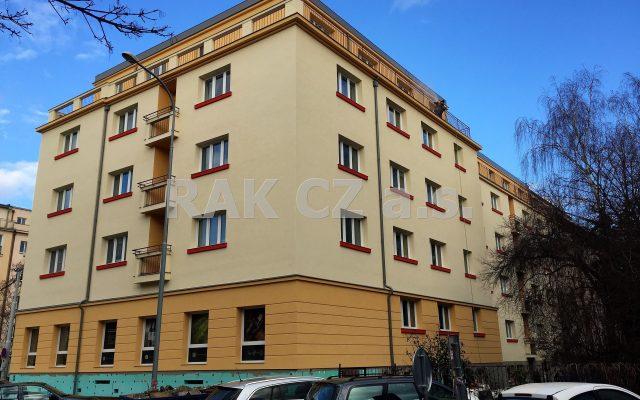 foto Prostorný byt 2+1, svelkou centrální halou, balkonem asklepem, 78,4 m2, Praha 3 – Žižkov, ulice Koněvova