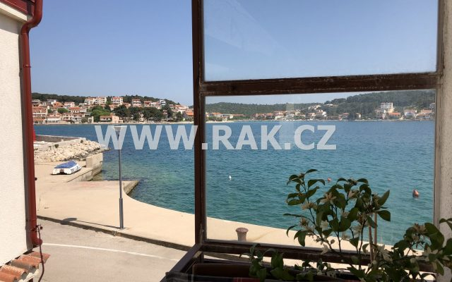 foto Nový apartmán 3+kk sbalkonem, 75 m2, přímo umoře, smožností kotvení lodě udomu, Chorvatsko, Murter – Tisno