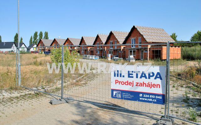 foto Novostavba zděného ŘRD 4+kk sgaráží, 122 m2, pozemek 291 m2, obec Býkev – okres Mělník