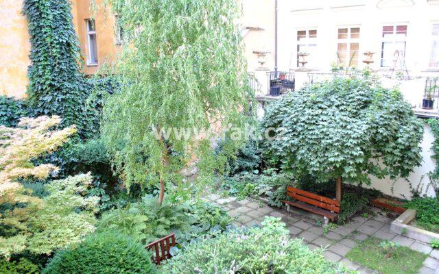 foto Atraktivní, zařízený byt 2+1, 86 m2, vbývalém barokním paláci Kinských