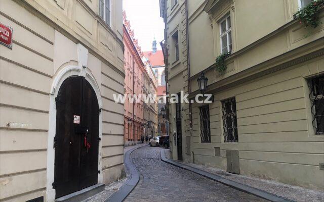 foto Prostor pro bydlení ipodnikání, 86 m2, vbývalém barokním paláci Kinských