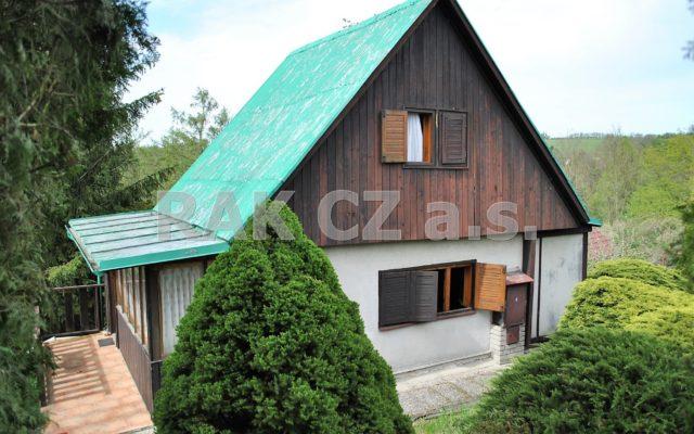 foto Dřevěná chata 2+1 sverandou, pozemek 400 m2, obec Rataje nad Sázavou, okr. Kutná Hora